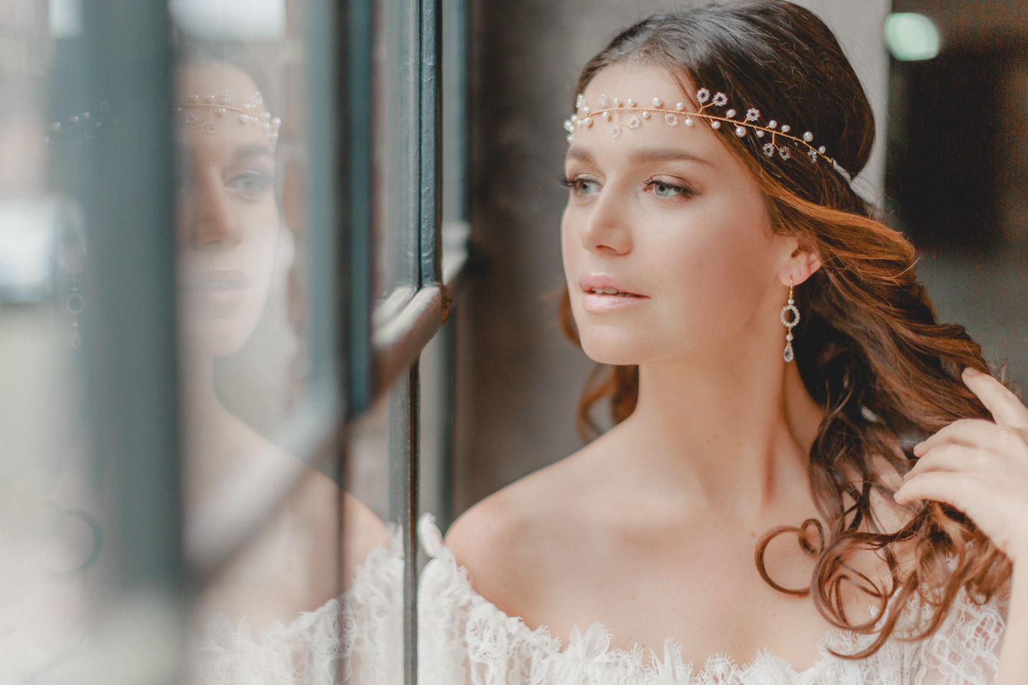 Reminiscent of a classic floral wreath, subtle pearls alternate with circularly arranged Swarovski crystals in this filigree crafted headpiece, shining like delicate little flowers in the hair of the bride.