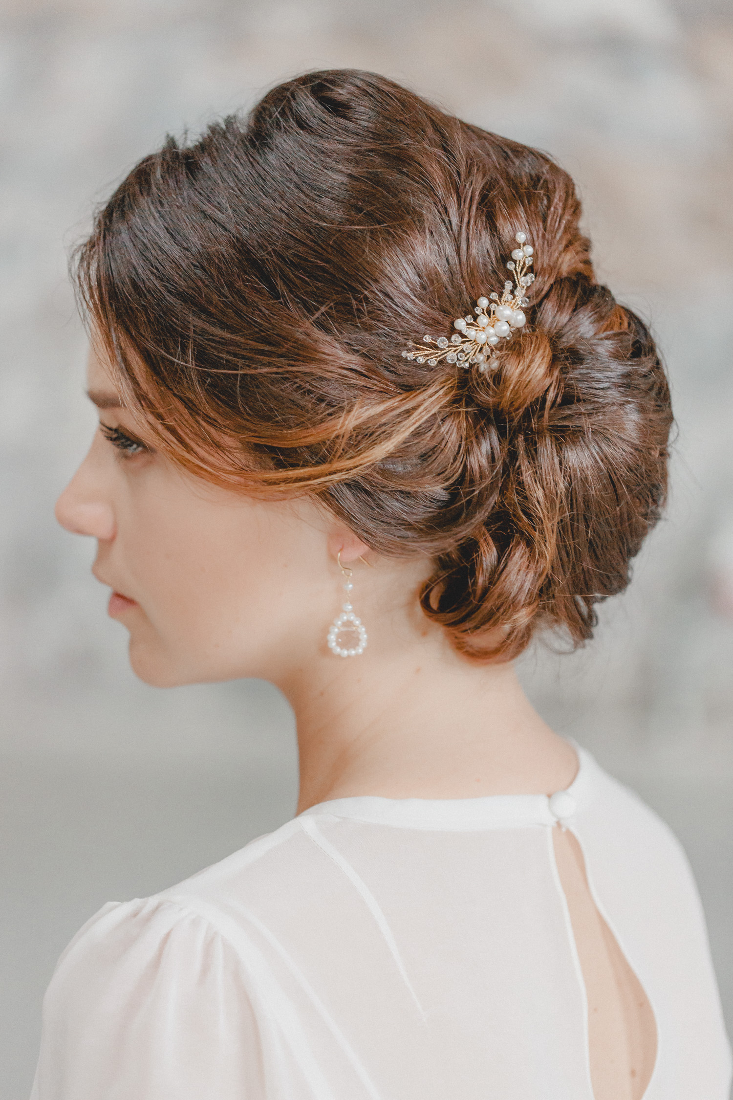 This lovingly handcrafted hair accessory takes white freshwater pearls and sparkling Swarovski crystals into a finely branched hair comb to create a timelessly romantic wing shape design.