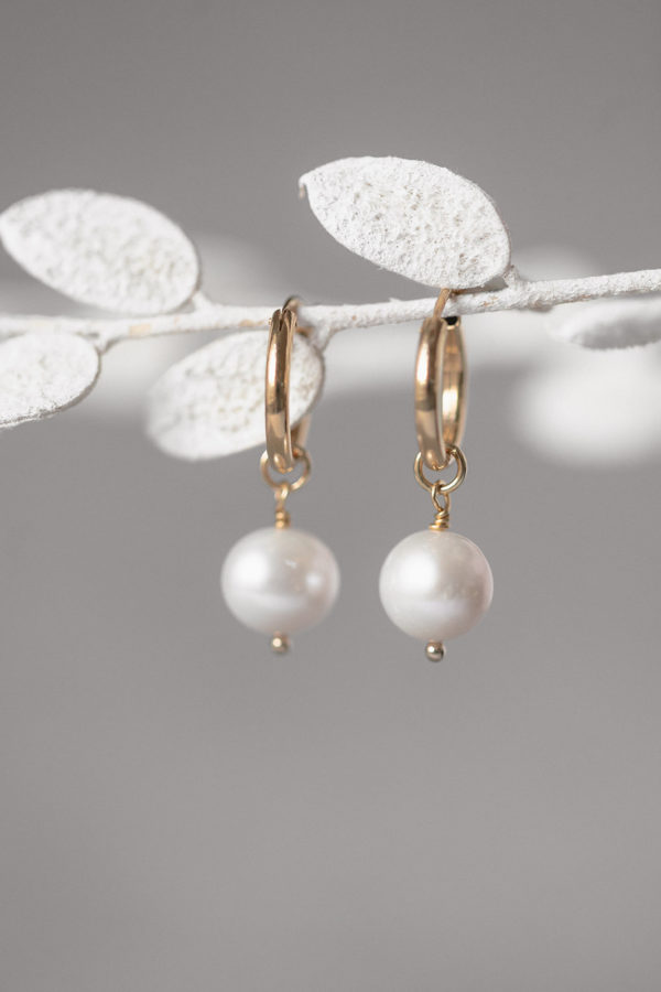 TOKEN OF LOVE | hoop earring with pearls