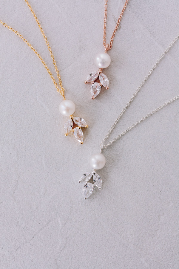 Juvelan Delicate Crystal & pearl pendant necklace Simply Delightful